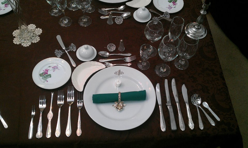 Formal_Place_Setting_12_Course_Dinner
