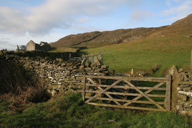 Moughton_Scar_Yorkshire_Dales_National_Park_-_geograph.org_.uk_-_91039