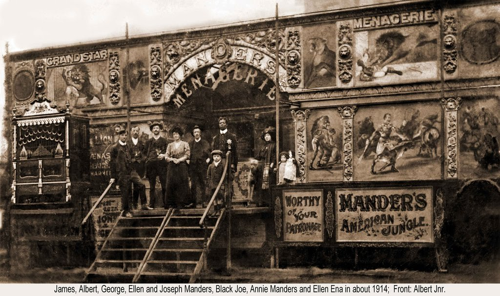 Manders-Grand-Star-Menagerie-at-Hull-Fair
