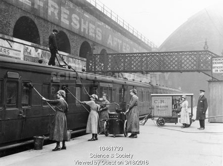Women clean railway carriages at London Bridge Station, 1918 on the South Eastern & Chatham Railway