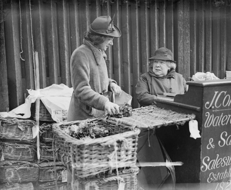 Cabbages_and_Prima_Donnas-_Life_in_Wartime_Covent_Garden_London_England_1940_D578